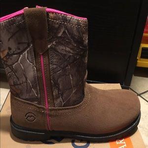 New Magellan girls camo boots